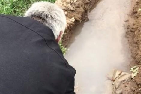 Trung Quốc: Nước giếng đục như sữa là do ô nhiễm môi trường?