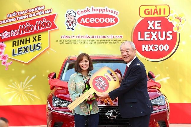 Chu nhan cuoi cung rinh xe Lexus cung Hao Hao