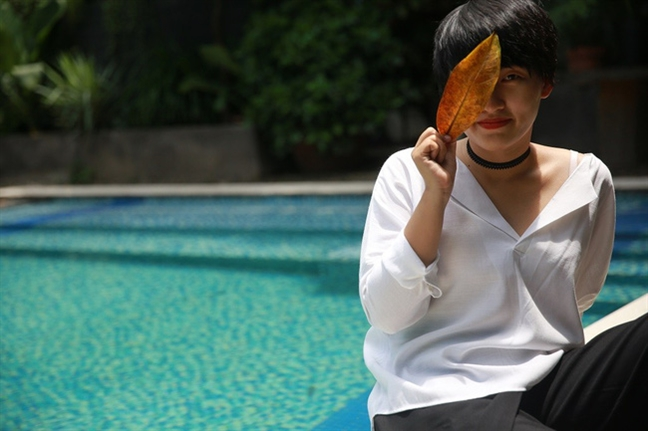 Nguyen Ha: chan cham dat va hon phieu lang