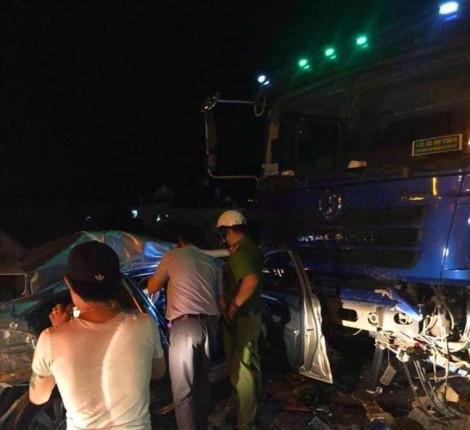 Ô tô tông nhau trước cửa hầm Hải Vân khiến 5 người thương vong