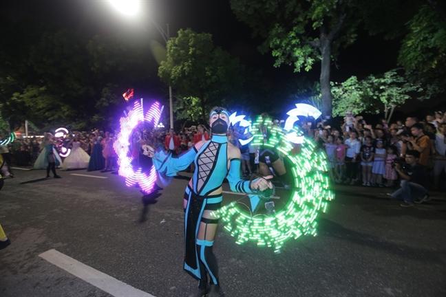 Le hoi du lich bien Sam Son 2019 gay bat ngo voi Carnival duong pho ruc ro
