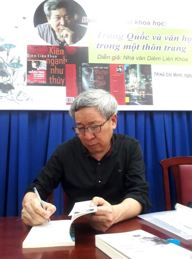 Nha van Trung Quoc - Diem Lien Khoa: 'Chu nghia hoa binh quan trong hon chu nghia  ai quoc'