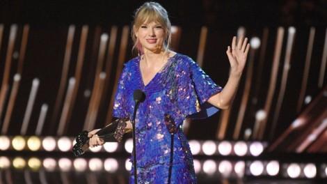 Taylor Swift góp hơn 2,5 tỷ để ủng hộ cộng đồng LGBT