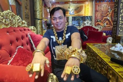 Hàng chục người phê ma túy trong karaoke của người đeo vàng nhiều nhất Việt Nam