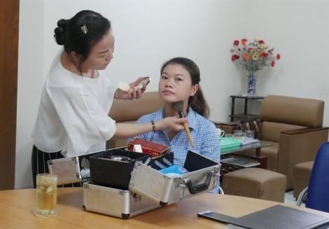 Chị em cần dành 10 - 15 phút chăm sóc bản thân, giúp tự tin và xinh đẹp nơi làm việc
