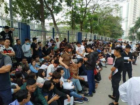 Vì sao có cảnh hàng ngàn người xếp hàng từ 3g sáng xin visa Hàn Quốc?