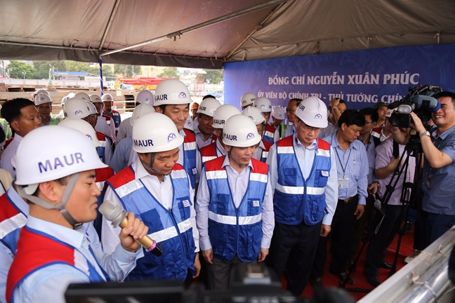 Thu tuong Nguyen Xuan Phuc thi sat cong truong xay dung tuyen metro so 1