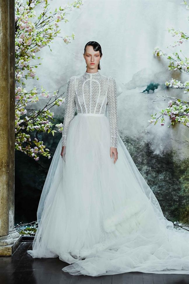 Vay cuoi cua NTK Viet trinh dien tai New York Fashion Week Bridal
