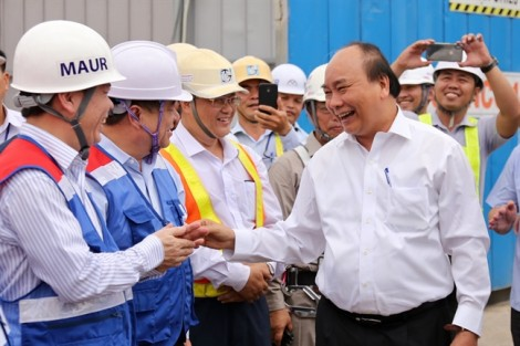 Thủ tướng Nguyễn Xuân Phúc thị sát công trường xây dựng tuyến metro số 1