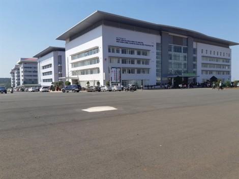 Bệnh viện Đa khoa vùng Tây Nguyên: 61 bác sĩ xin nghỉ việc vì thu nhập thấp, áp lực cao