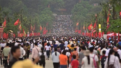 Hàng triệu lượt người đổ về Đền Hùng trước ngày giỗ Tổ Hùng Vương