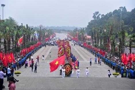 Chủ tịch Quốc Hội dâng hương làm lễ tưởng nhớ các Vua Hùng