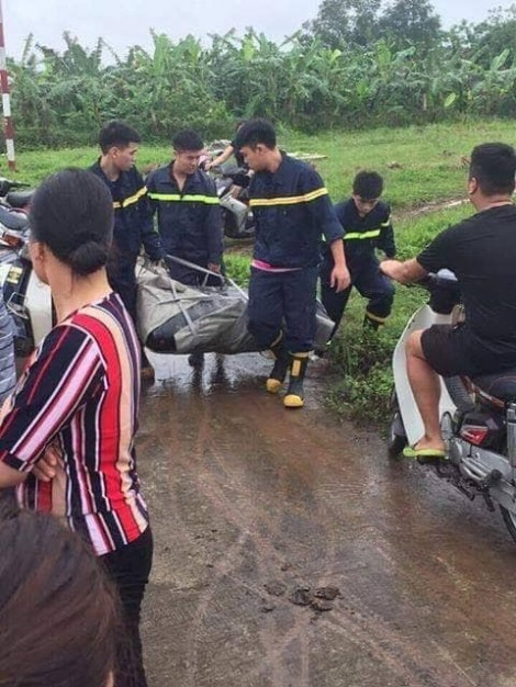 Nữ sinh nhảy cầu mất tích, hai nam thanh niên bơi tìm bị đuối nước theo