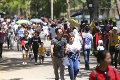 Người dân chen chân vui chơi ở Thảo Cầm Viên ngày nghỉ lễ