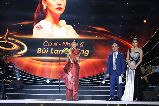 Cong hien 2019: Ha Anh Tuan gianh cu dup