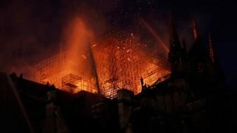 Hình ảnh huy hoàng của Nhà thờ Đức Bà, giờ chỉ còn trong thi văn?