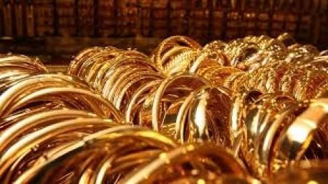Giá vàng ngày 16/4 giảm nhẹ, giới đầu tư lo lắng