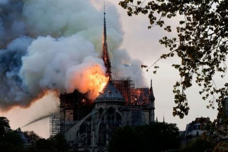 Cấu trúc chính của Nhà thờ Đức Bà Paris không bị hư hại