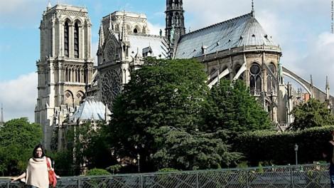 Du khách chia sẻ những kỉ niệm về chuyến thăm Nhà thờ Đức Bà Paris