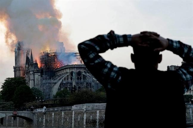 Tu ngon lua  Notre-Dame, hay nhin lai minh!