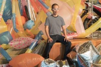 Ưu Đàm mang triển lãm về túi nhựa và khí độc xe máy trở lại Việt Nam