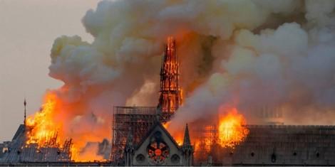 Từ ngọn lửa  Notre-Dame, hãy nhìn lại mình!