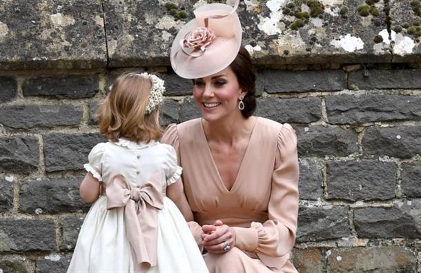Nhung chiec mu don gian nhung dat do cua Cong nuong Kate Middleton