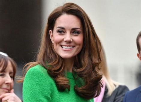Những chiếc mũ đơn giản nhưng đắt đỏ của Công nương Kate Middleton