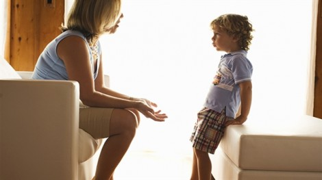 Người lớn đối xử thế nào khi trẻ nói dối?