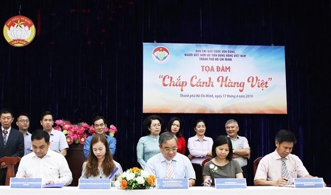 Tich cuc ho tro hang Viet, VinCommerce nhan bang khen cua TP.HCM