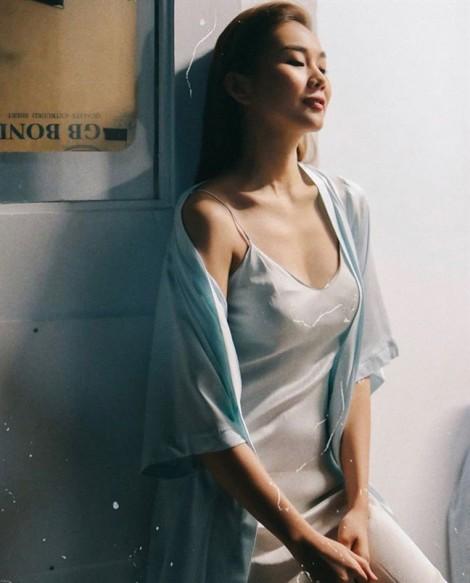 Thời trang tránh nắng nóng của sao Việt