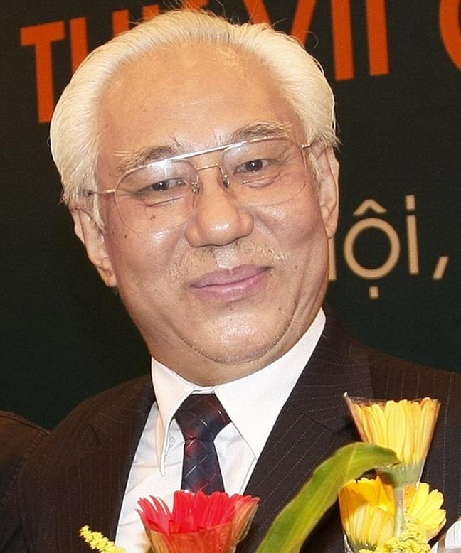 Hoa si Tran Khanh Chuong, Chu tich Hoi My thuat Viet Nam: 'Lum xum cung tu cac ong ngoi ghe… chu tich ma ra'