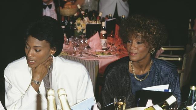 Tu truyen ve 'moi tinh dong tinh' cua Whitney Houston hut khach