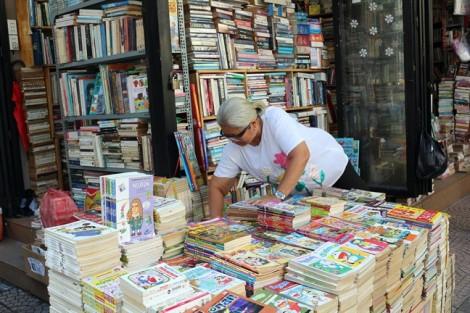 Phía sau việc dành hơn 2 tiếng để dùng MXH nhưng chỉ dành khoảng 1 phút đọc sách của người Việt