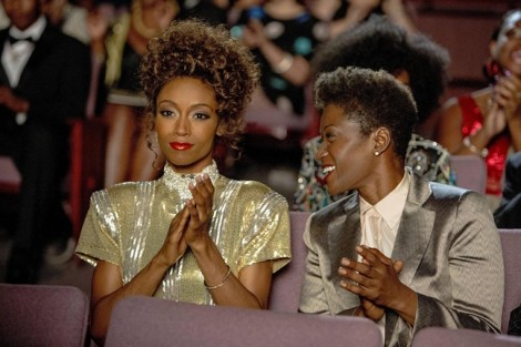 Tự truyện về 'mối tình đồng tính' của Whitney Houston hút khách