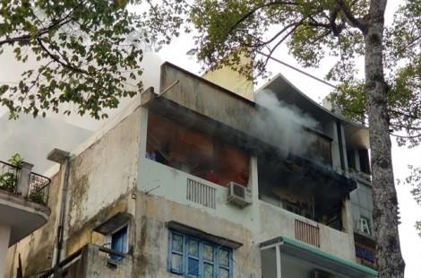 Cháy nhà giữa trung tâm Sài Gòn, nhiều người tháo chạy