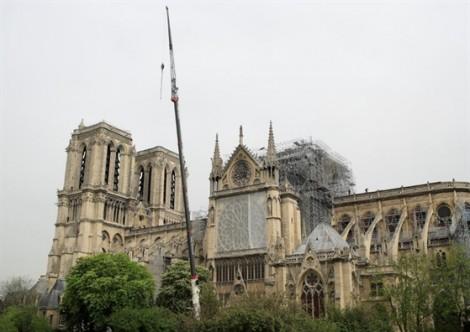 Ngọn lửa thiêu rụi phần mái Nhà thờ Đức Bà khó có khả năng xuất phát từ việc sửa chữa