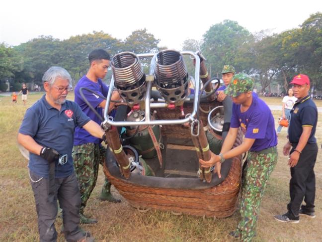 Ngam song Huong, chua Thien Mu... tren khinh khi cau