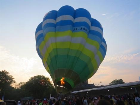 Ngắm sông Hương, chùa Thiên Mụ... trên khinh khí cầu