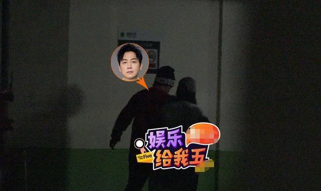 Chong cu Dong Khiet bi bat gap hen ho, qua dem cung co gai la mat