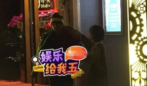 Chồng cũ Đổng Khiết bị bắt gặp hẹn hò, qua đêm cùng cô gái lạ mặt