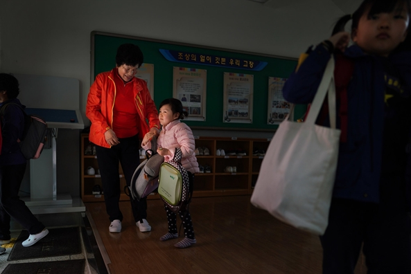 Han Quoc: Thieu vang tre em, cac ba den truong tieu hoc cung chau o tuoi that thap
