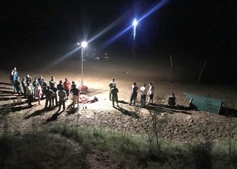 Vụ 3 chị em mất tích khi tắm sông: Thi thể hai nạn nhân bị cuốn xa cả cây số