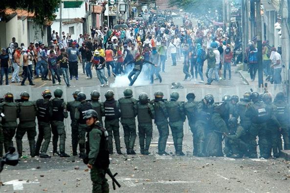 Cuoc khung hoang Venezuela chua co dau hieu lang diu