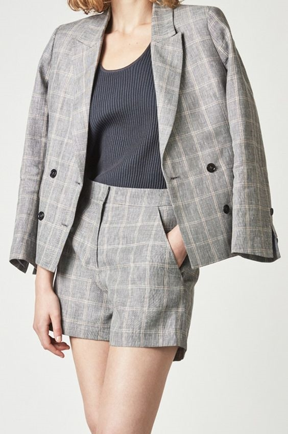 Short suit, trang phuc pha cach cho co nang cong so