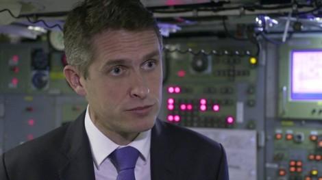 Bộ trưởng Quốc phòng Anh mất chức vì Huawei