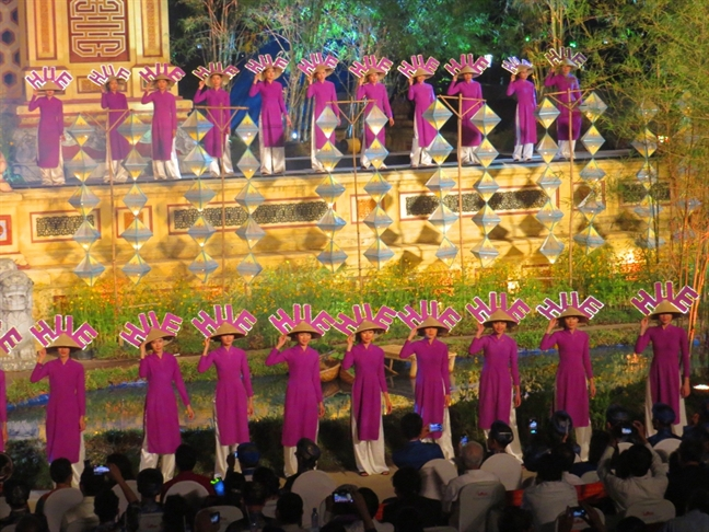 Phan hoi ve chuyen 'cam sung' tren non Hue: 'Do goc may lam hieu nham'