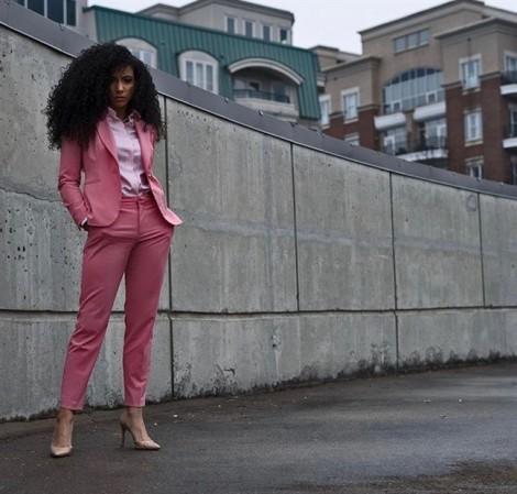 Thời trang thanh lịch của nữ luật sư đăng quang hoa hậu Mỹ 2019