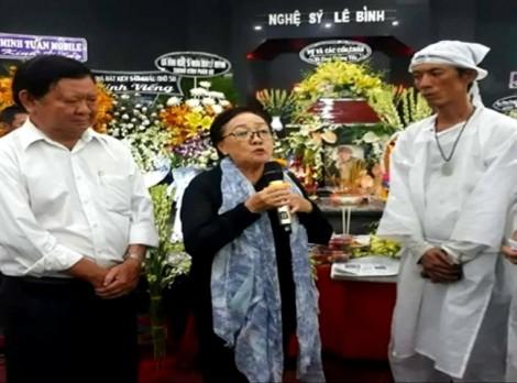 Gia đình thực hiện di nguyện cố NS Lê Bình: trao tiền cho nghệ sĩ nghèo