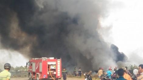 Cháy lớn tại xưởng bao bì huyện Bình Chánh